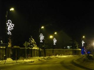 Iluminacje świąteczne na ul. Zamkową w Tworogu
