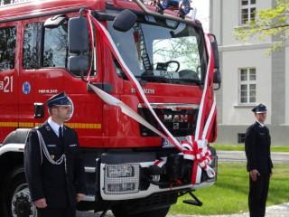 Uroczyste przekazanie i poświęcenie nowego samochodu ratowniczo - gaśniczego Ochotniczej Straży Pożarnej w Tworogu