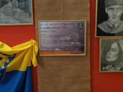 Wystawa prac Pani Soni Rekus - Tragedia Górnośląska 1945 (Hol Urzędu Gminy Tworóg)